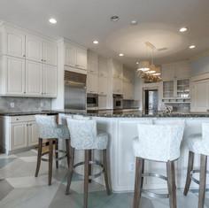 A clean & bright kitchen.