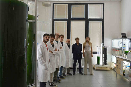 group photo in the laboratory