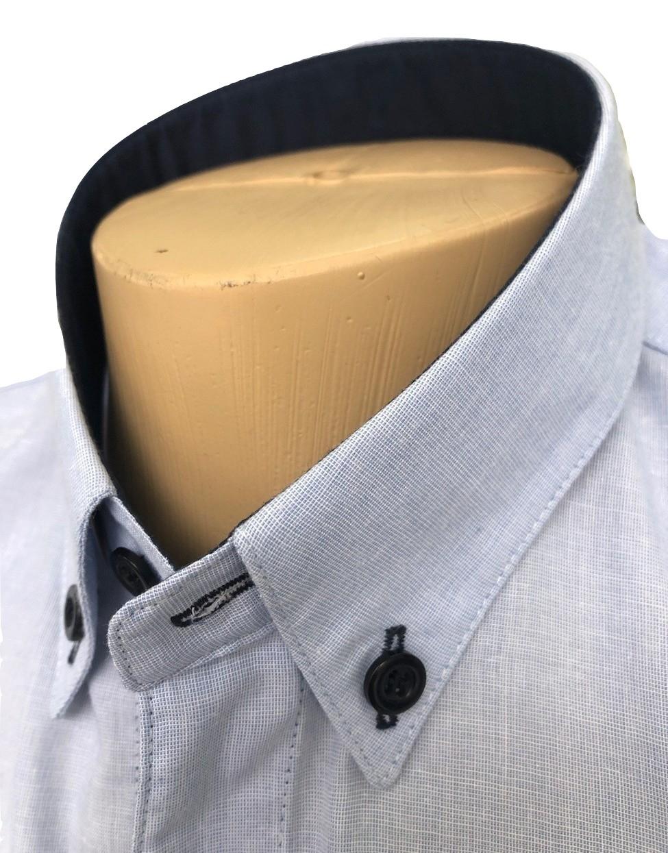 camisa cinza no detalhe gola