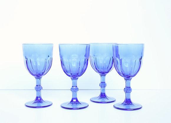 ארבע כוסות יין יפהפיות