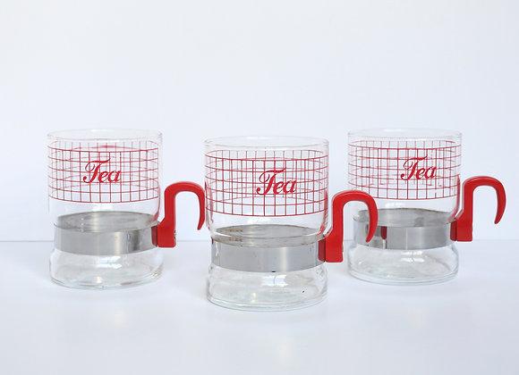 שלושה ספלי תה מזכוכית