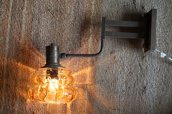 מנורת קיר בסיס משנות הששים ואהיל זכוכית