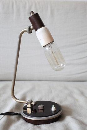 מנורת שולחן שנות ה-50 עם נורת פחם