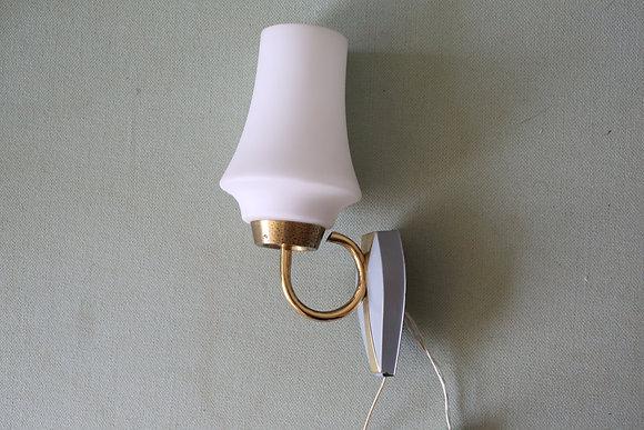 מנורת קיר וינטג' קטנה ומקסימה