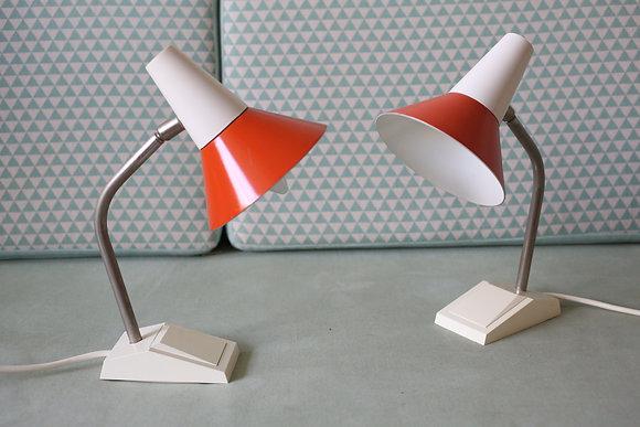 זוג מנורות שולחן באדום ולבן