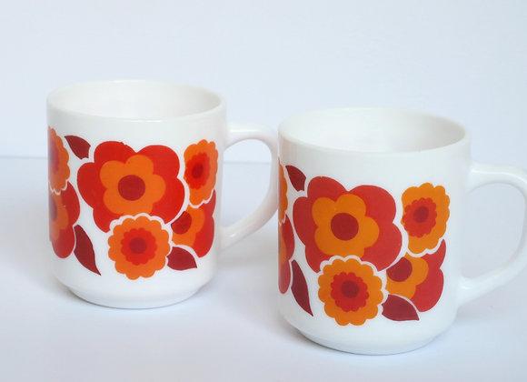 שני ספלי ארקופל פרחים