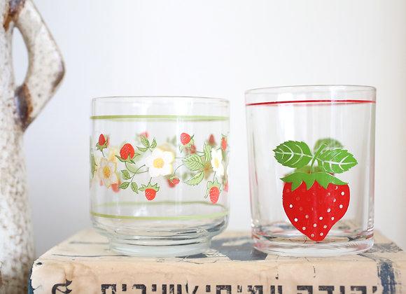 זוג כוסות תותים