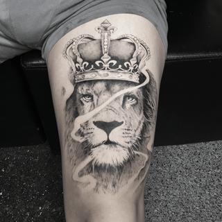 crwon lion blackandgrey