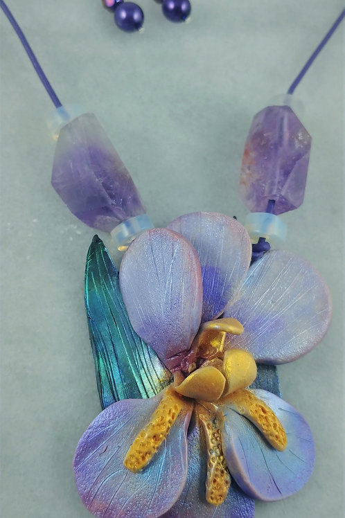 Iris Pendent Necklace