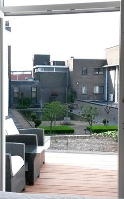 View on innercity garden Maas kamer
