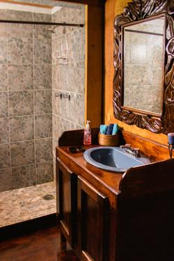 Espejo y lavamanos