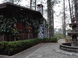 Vista amplia de la cabaña