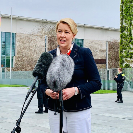 #Plagiatsaffäre: Bundesfamilienministerin Giffey tritt zurück