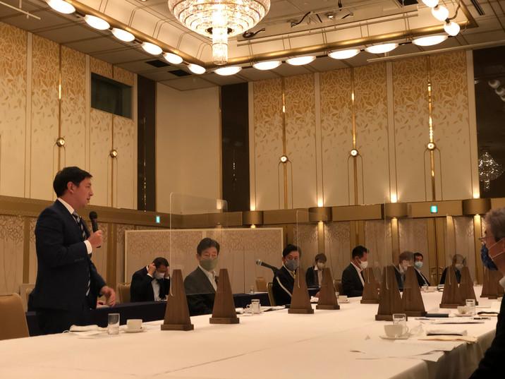 西村大臣と九州経済団体の意見交換会.jpg