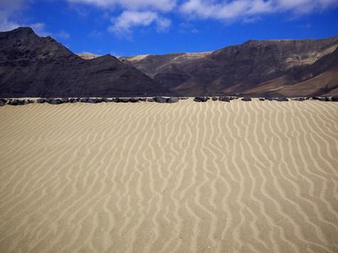 Sand, Berge Famara.jpg