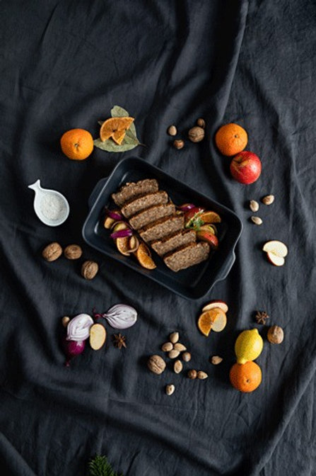 Vegetarischer Nussbraten mit Beilagen für 4 Personen