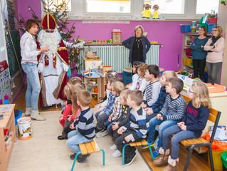 Saint-Nicolas rend visite aux écoles