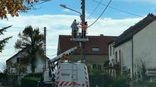 Vérification des installations de la fibre dans le village