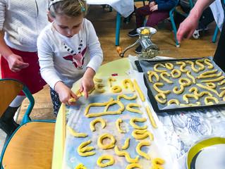 Ateliers culinaires : des spritz pour Noël à la maternelle