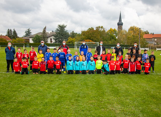 Les jeunes footballeurs en plateau à Saint-Jean