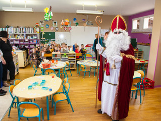 Saint Nicolas rend visite aux écoles