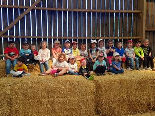 La maternelle en visite à la ferme