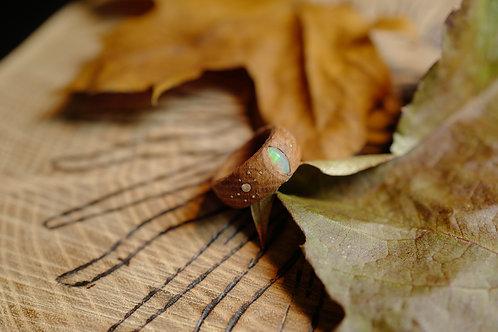 Bague en chêne et opale