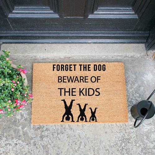 Deurmat Forget the dog Beware of the kids