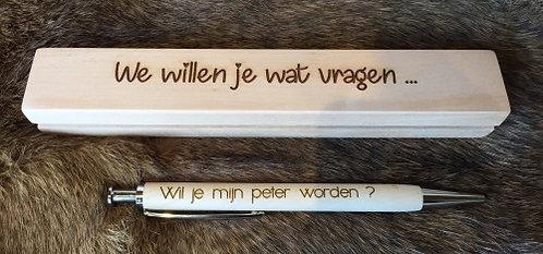 Pen in doosje: Wil jij mijn peter worden?