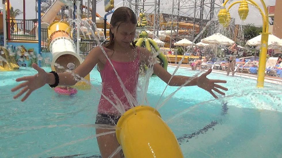 Water pleasures in the pool