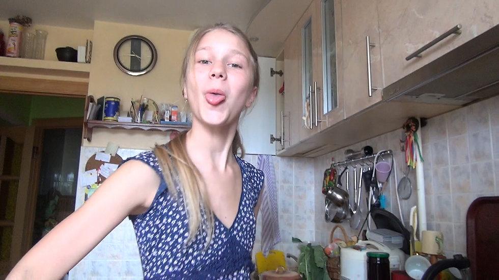 Making crepes at home