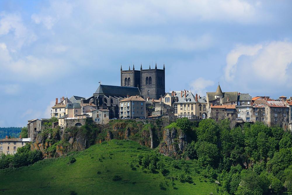 Visite de Saint-Flour adaptée par Braille & Culture