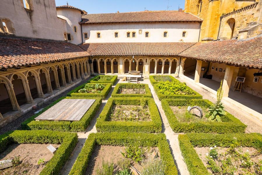 Abbaye de Charlieu et Couvent des Cordeliers Visites adaptées par Braille & Culture