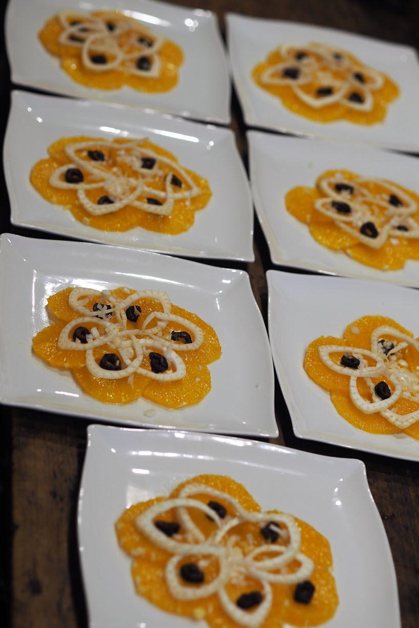 Rosaces oranges fenouil, entrée sucrée salée à la table d'hôtes du Secret du Chat à Cordes sur Ciel