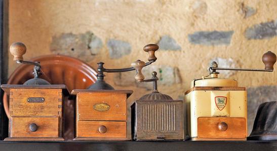 collection de vieux moulins à café