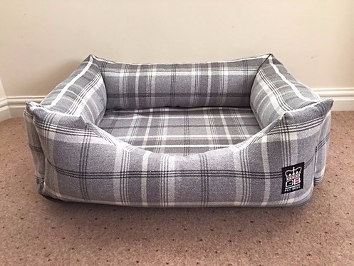 Deluxe Memory Foam Dog Settee Various Sizes