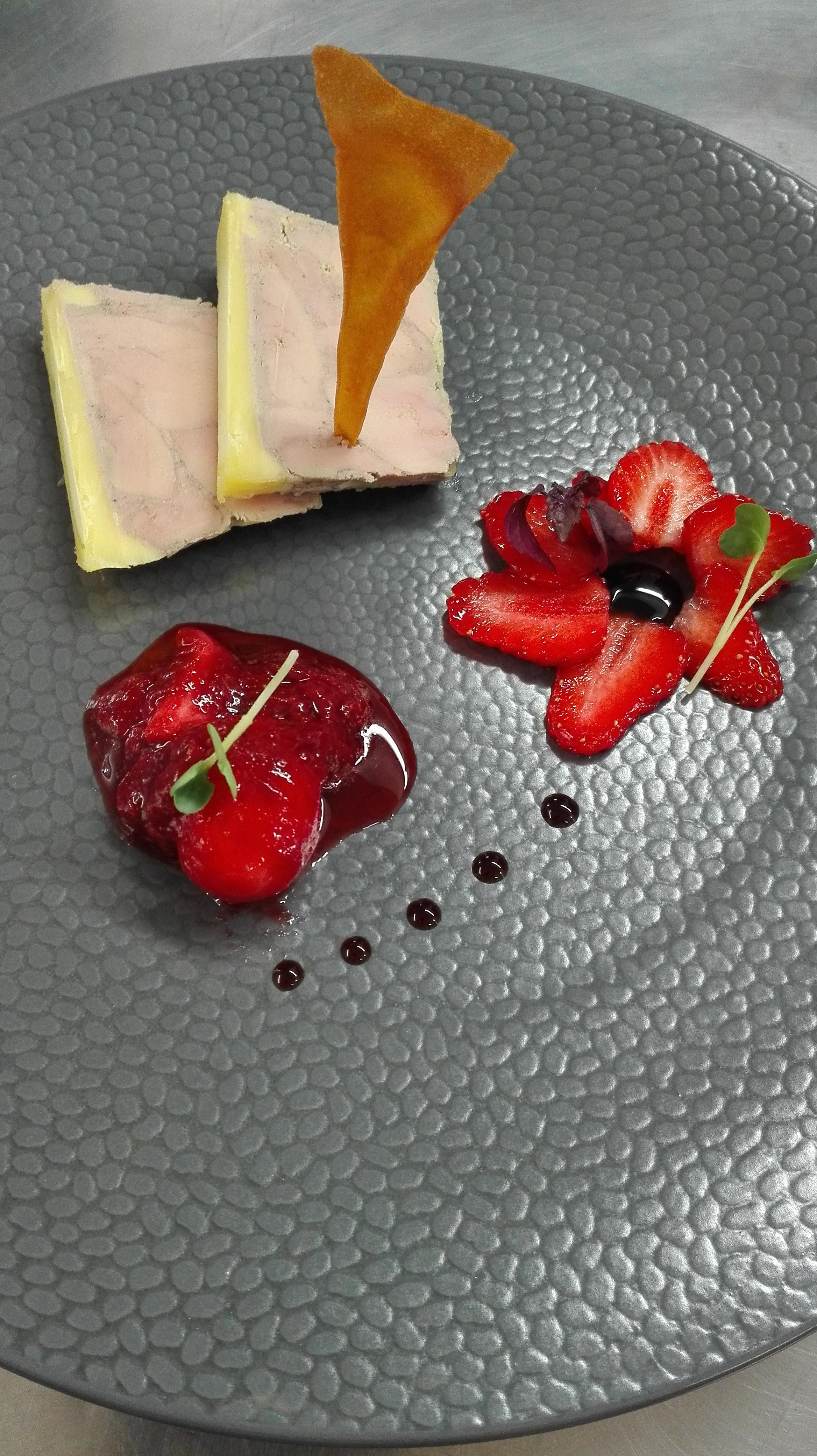 Terrine de foie gras aux fraises