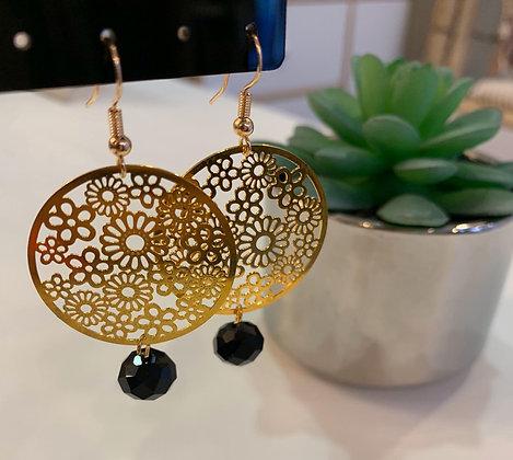Boucle d'oreilles dorée/noire ronde fleurie