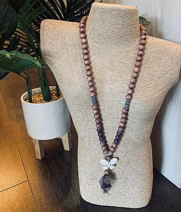 Collier bois taupe/gris/violet papillon