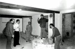 ... nach der Tieferlegung des Fußbodens  (Eigenleistung der Jugendgruppe)
