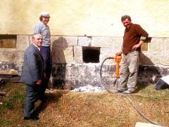 Vorsitzender Georg Hertel überwacht den Kelleraushub