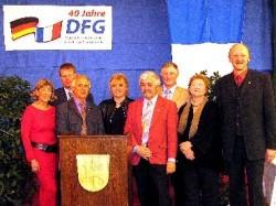 Vom Comité de Jumelage aus Bourgoin-Jallieu: Annie Labourdette, Henning Herbst, Gabriel Bossy, Marie-France Marmonier und Pierre Bonnas mit den drei DFG-Vorsitzenden