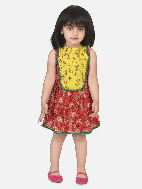 Bow N Bee Girls Round Patch Cotton Sleeveless Frock in Red