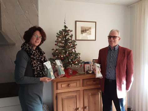 Cliënten en Vrijwilligers ontvangen een kerstpakket