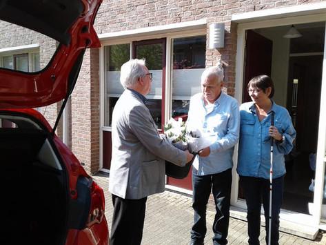 Deelnemers van de WéViGé activiteiten verrast met tulpen