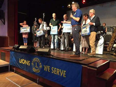 WéViGé ontvangt cheque van Lionsclub Bergen op Zoom