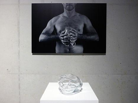 In my hands, Stijn Wuyts, glasblazen, installatie, aluminiumprint, glaskunst, glaskunstenaar