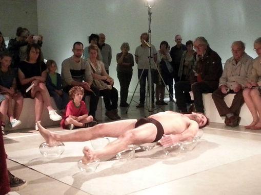performance, Stijn Wuyts, glaskunst, glaskunstenaar, IKA Mechelen, glasblazen