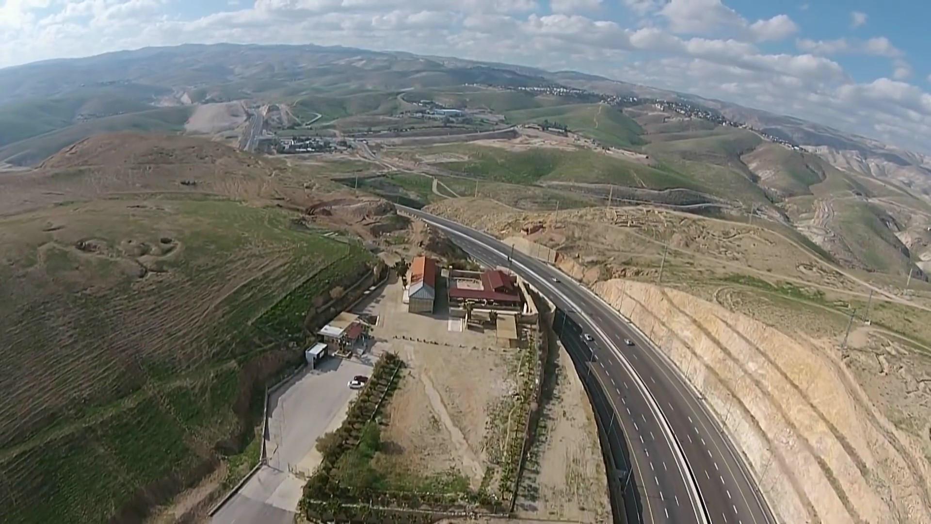 Road from Jericho to Jerusalem_Moment3.j