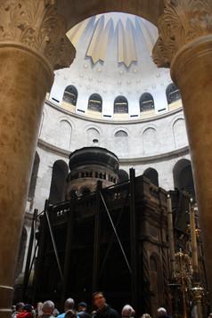 Tomb_of_Jesus,_Holy_Sepulchre_2010.jpg